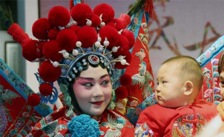 Experience center of the intangible cultural heritage opens in Beijing