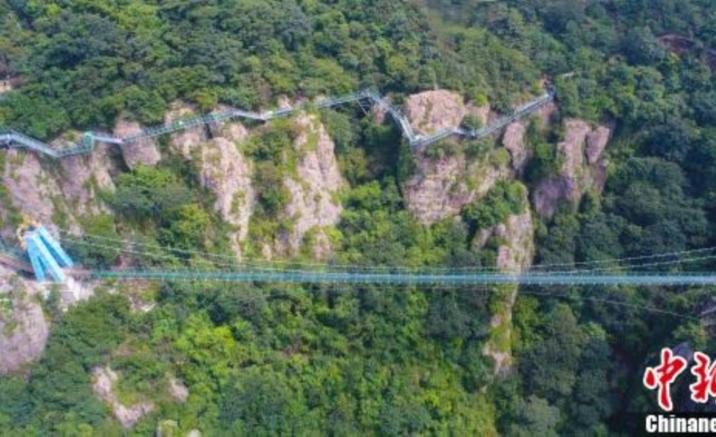 安徽省の観光地、中国初の特殊ガラスを使った吊り橋が23日に一般公開