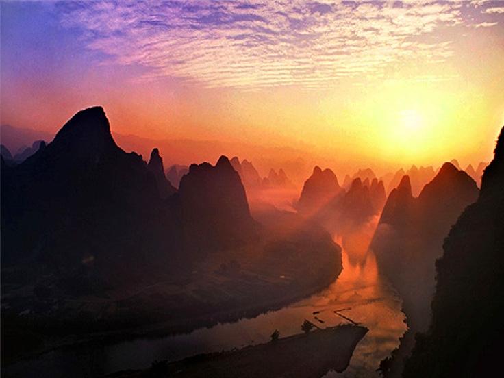 La riviere Li sous le soleil couche