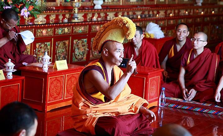 des débats sur les soutras du Collège du Bouddhisme de langue tibétaine