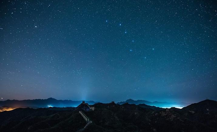 Jinshanling : sous le ciel des étoiles en début de l'été