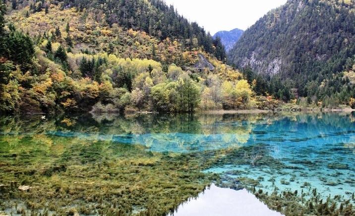 Magical Jiuzhaigou Reopened to Public after Earthquake