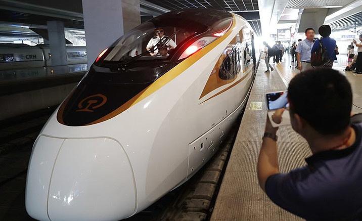 Trains à grande vitesse Fuxing sur la ligne Beijing-Hangzhou