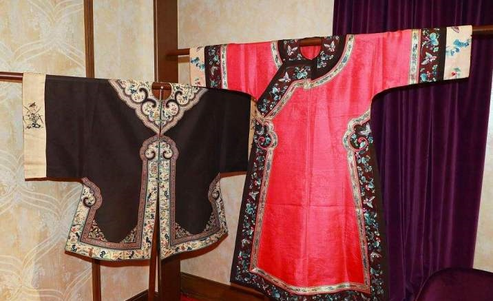 Beijing opens ancient Chinese garments exhibition