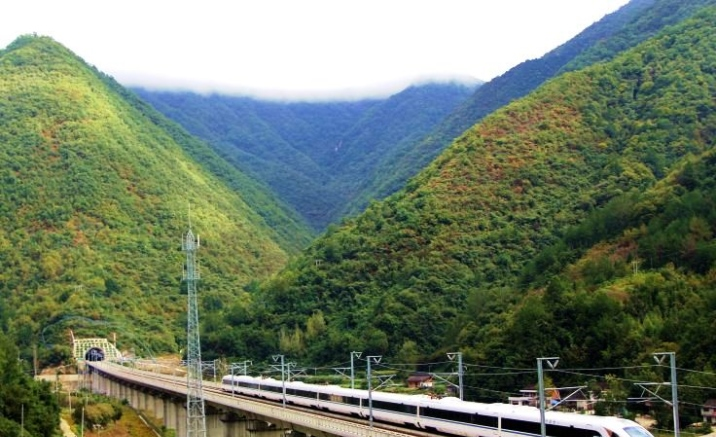 Track-laying completed for Chengdu-Guiyang high-speed railway