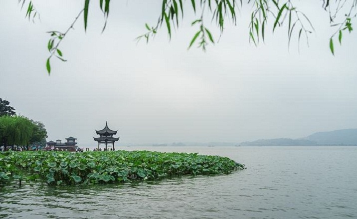 Hangzhou West Lake partially opens to public