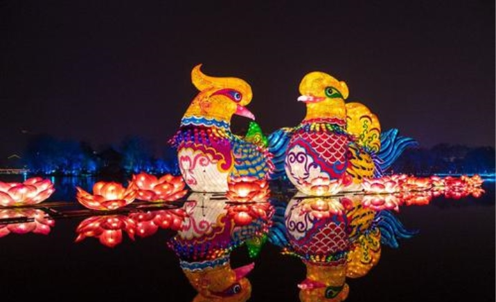 Xi'an City Wall Lantern Festival kicks off on-site and online