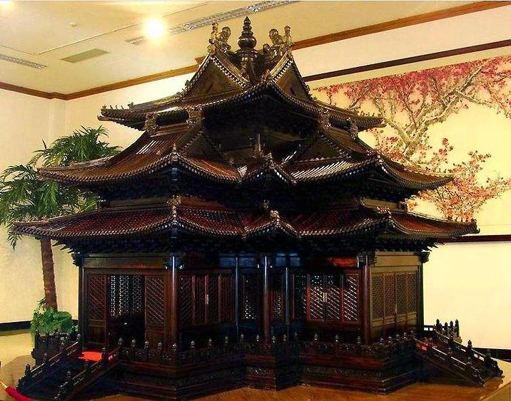 Musée du bois de santal rouge - Le modèle de construction en bois de santal rouge