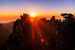 Lever du soleil aux Monts Huangshan