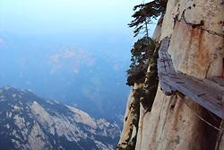 La passerelle céleste pour monter le mont Huashan