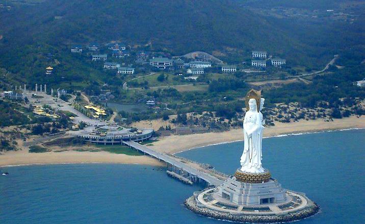 La statue d'Avalokitesvara de la zone scénique et culturelle Nanshan - Sanya, province du Hainan